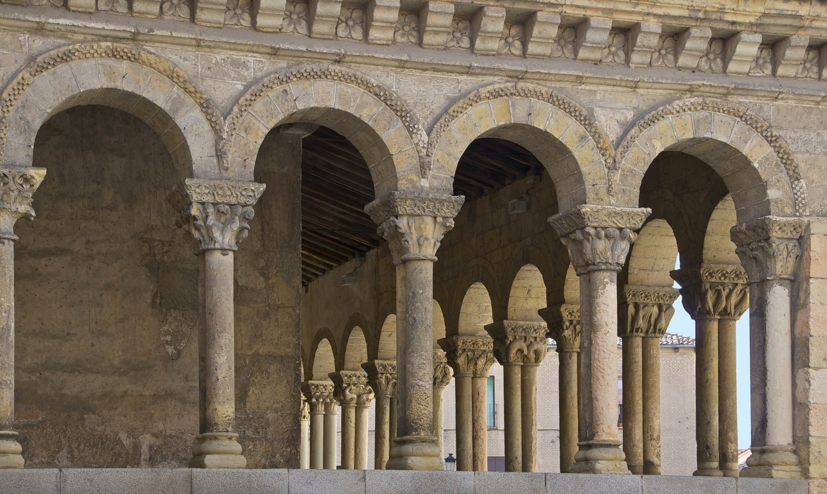 an introduction to romanesque art and architecture