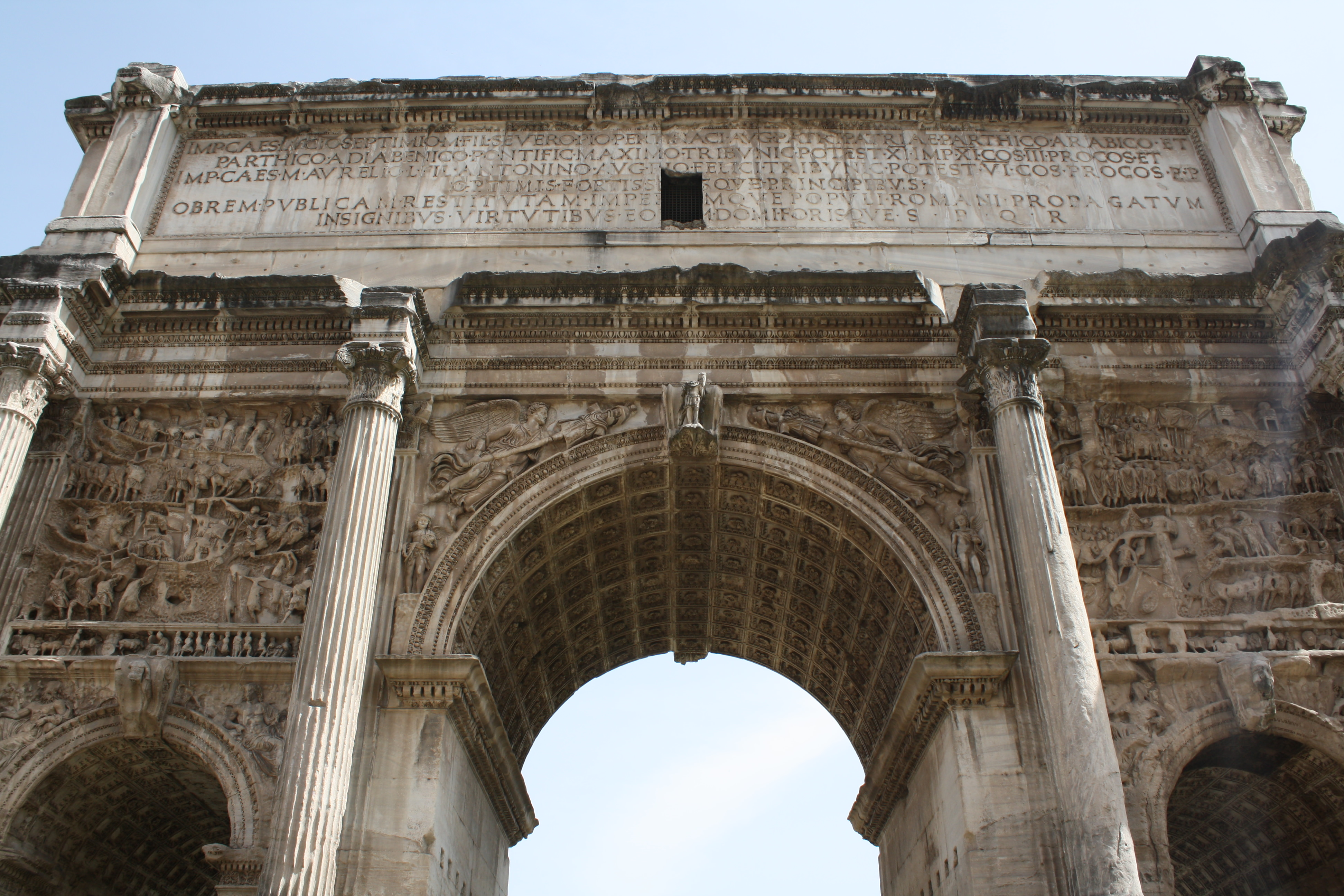 an overview of the greek and roman arches and architecture Roman architecture had a tremendous influence on modern buildings of the western civilization the widespread use of columns, domes, and arches.