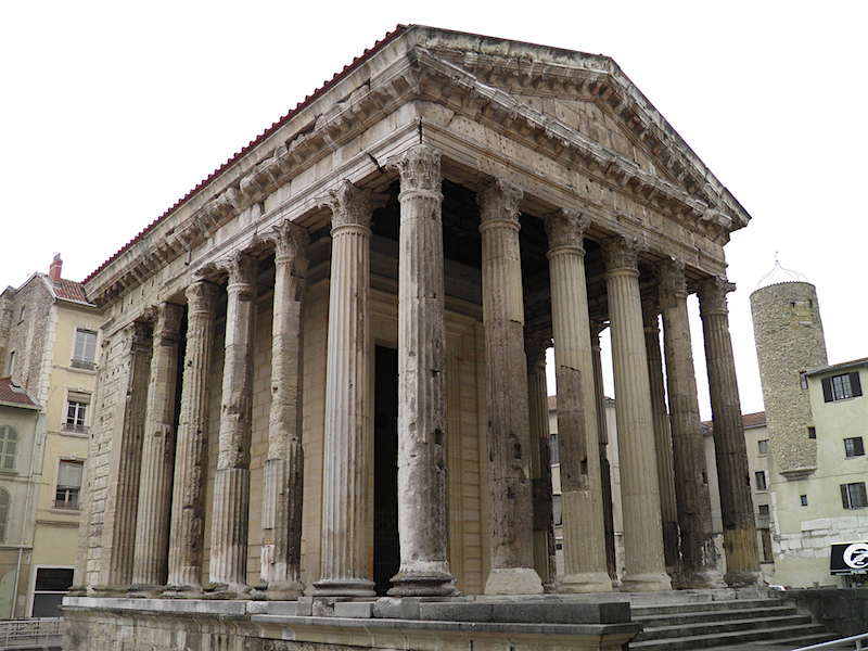 The maison carr e ancient roman temple in n mes for Carre maison