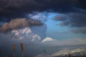 The Pavlof Volcano spews ash in the Aleutian Islands of Alaska in this handout photo released to Reuters on March 28, 2016 by Alaska Volcano Observatory. REUTERS/Royce Snapp/Alaska Volcano Observatory/Handout via Reuters