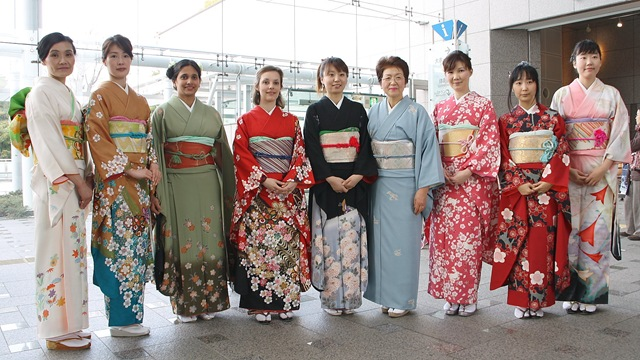 a597571cf2e Kimonos: Their History and Contemporary Use