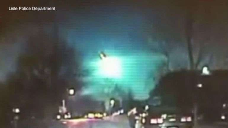 Meteor Sighted Over Illinois and Wisconsin (VIDEO)